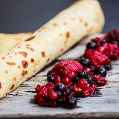 Pannenkoek met rode vruchten